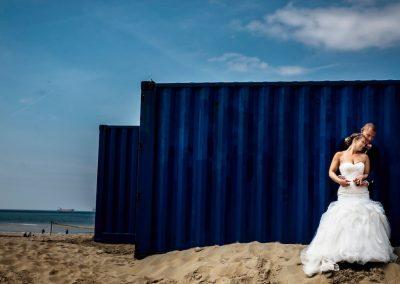 Containers als toffe achtergrond voor de trouwshoot