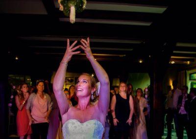 Wie o wie is de gelukkige die het bruidsboeket zal vangen?