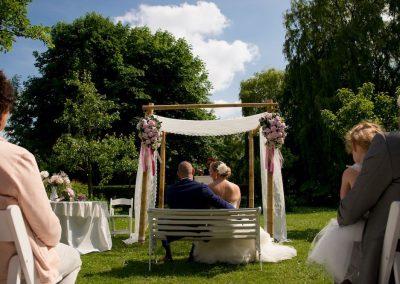 Dit koppel koos ervoor om op deze mooie locatie buiten te trouwen