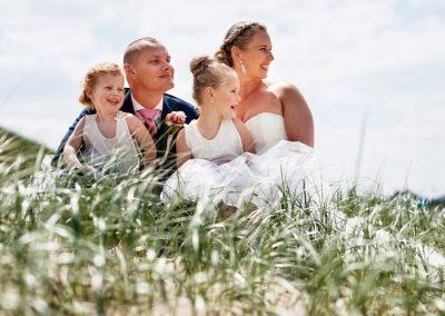 Een mooie trouwshoot in de duinen met de bruidsmeisjes