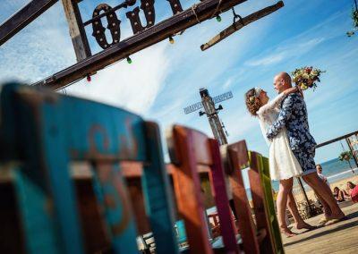 Bruiloft bij een strandtent
