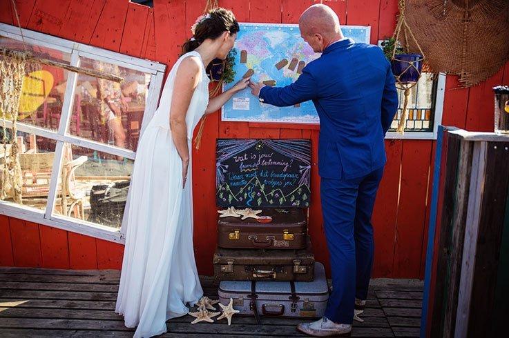 Een wereldkaart als origineel gastenboek voor je bruiloft