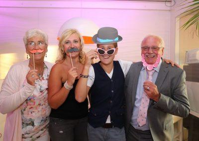 De photobooth op deze bruiloft leverde super grappige foto's op van alle gasten!