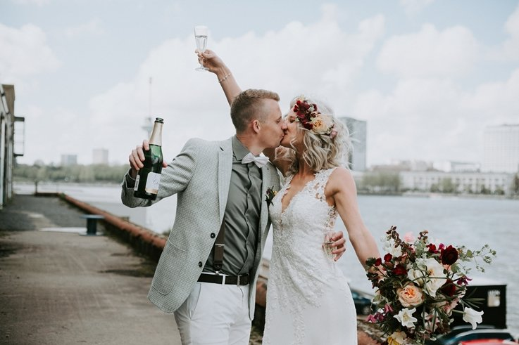 Samen proosten op het huwelijk