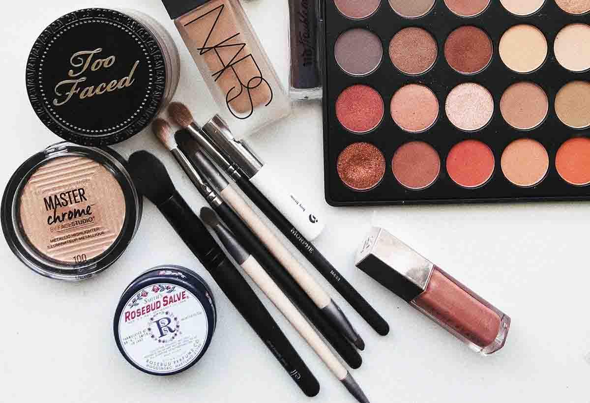 Neem make-up mee in de noodtas voor je bruiloft