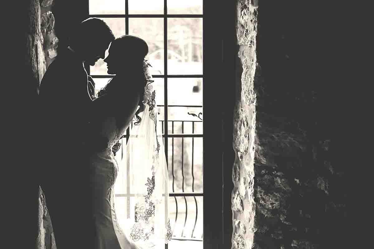 Een romantische huwelijksnacht samen