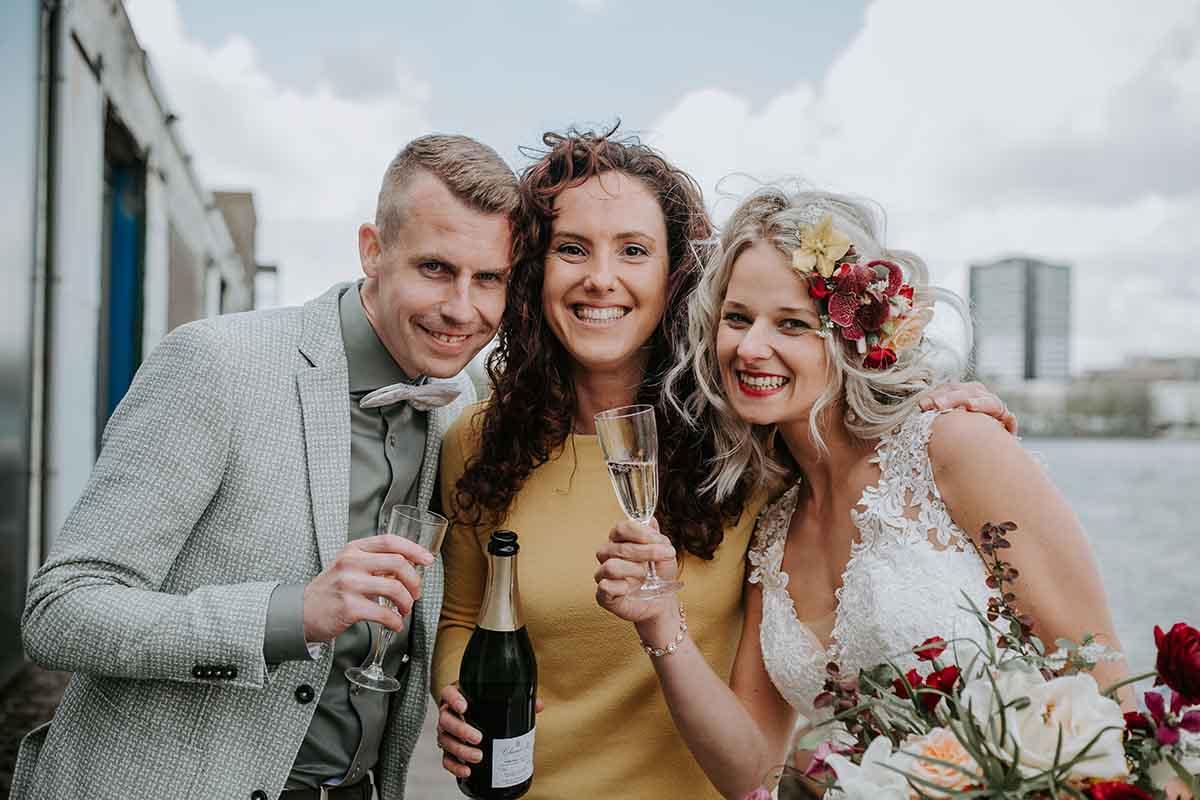 Weddingplanner met bruidspaar in Rotterdam