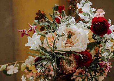 Prachtige bloemendecoratie mag natuurlijk niet ontbreken op een bruiloft