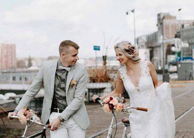 Hippe stadsfietsen als origineel trouwvervoer voor je stadse bruiloft