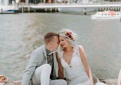Een perfecte locatie voor een trouwshoot: aan de kade in Rotterdam