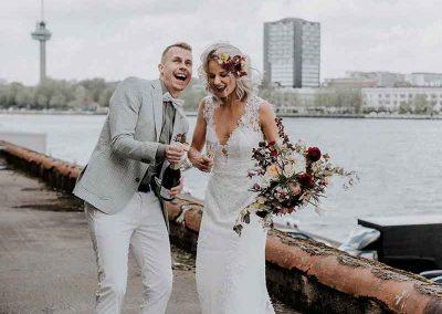 Hoera getrouwd, de champagne mag ontkurkt worden!