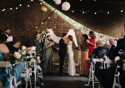 ceremonie-trouwen-Fort-Vechten-onder-de-luifel