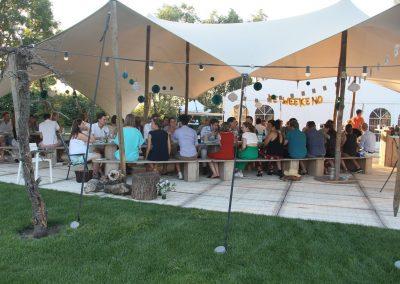 dineren-onder-een-tent-bruiloft