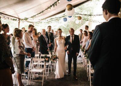 opkomst-bruid-weggeven-vader-trouwen