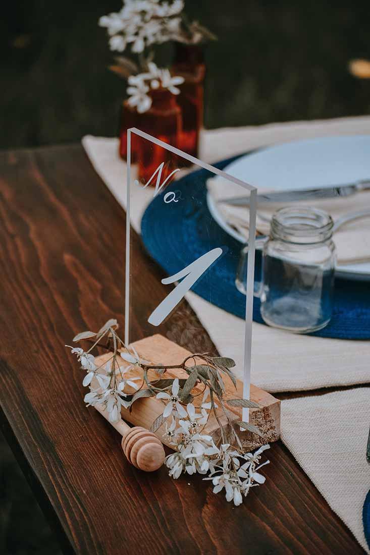 Tafelnummer voor diner op bruiloft