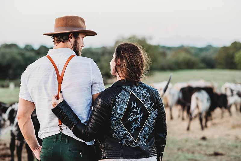 Dresscode bruidspaar voor boerenbruiloft