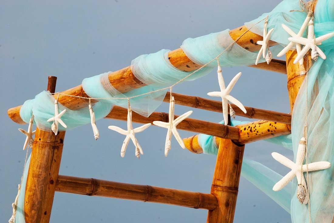 Decoratie voor een strandbruiloft