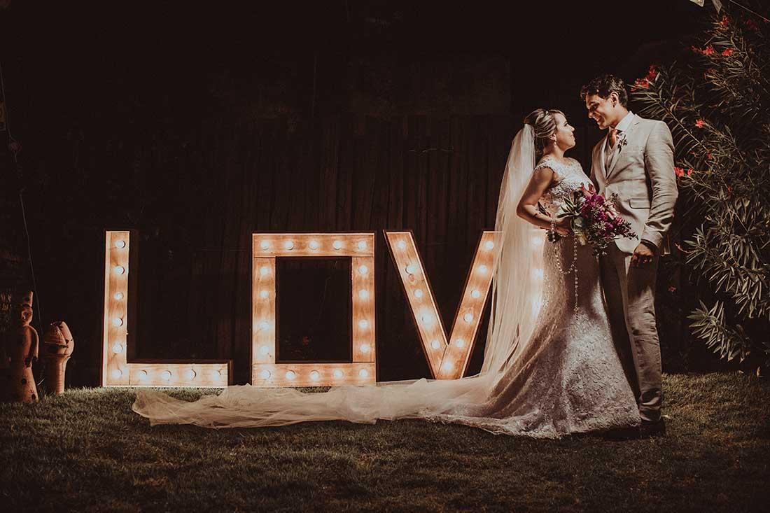 Achtergrond voor bruiloft met houten letters