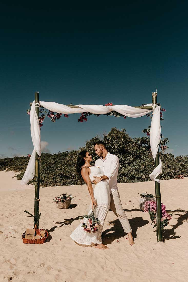 Ceremonie backdrop voor bruiloft op het strand