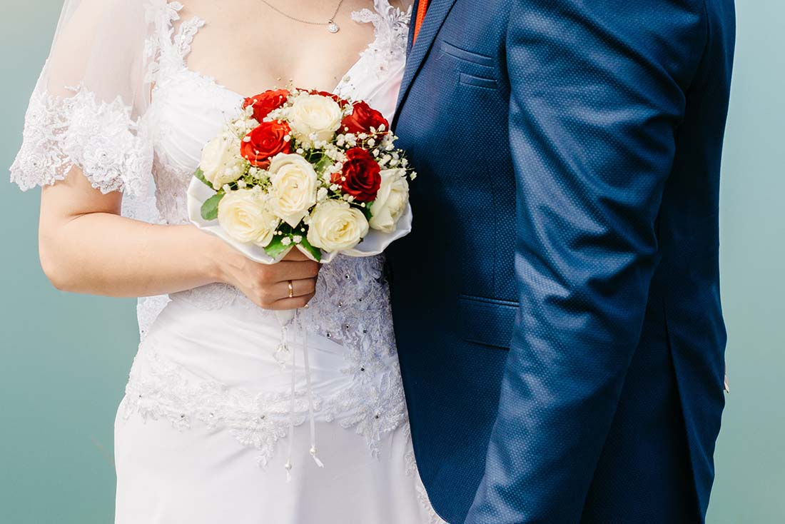 Biedermeier bruidsboeket met pioenrozen
