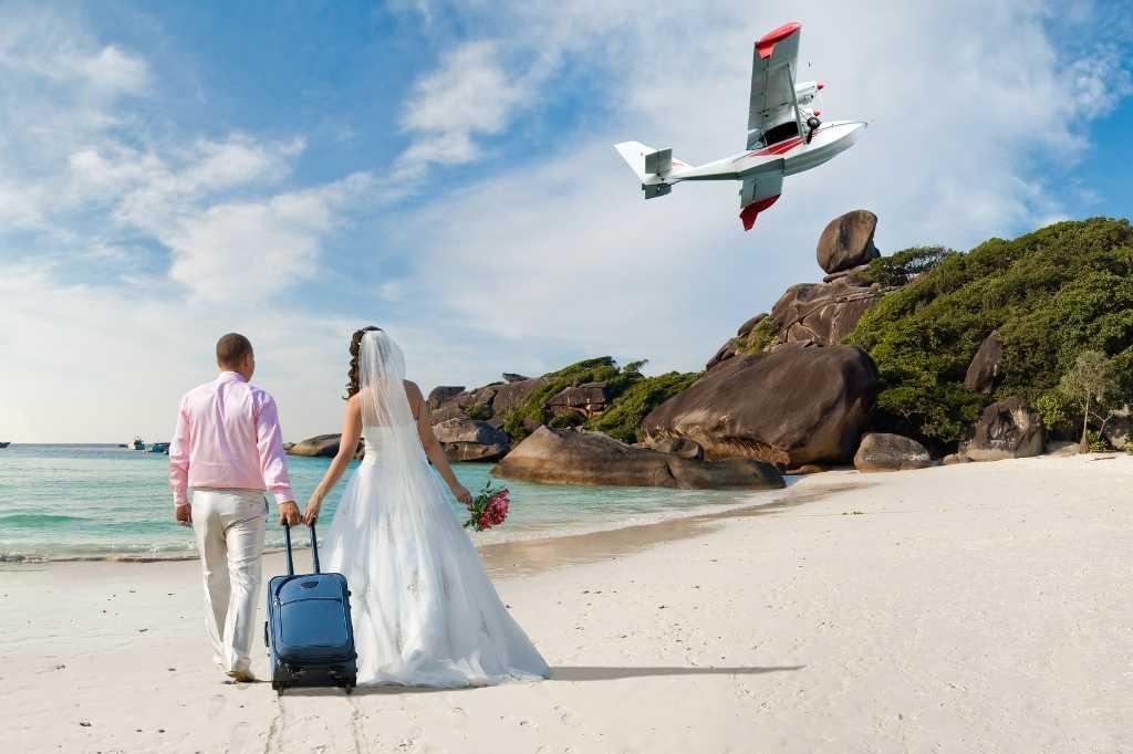 Ceremoniemeester met draaiboek voor bruiloft